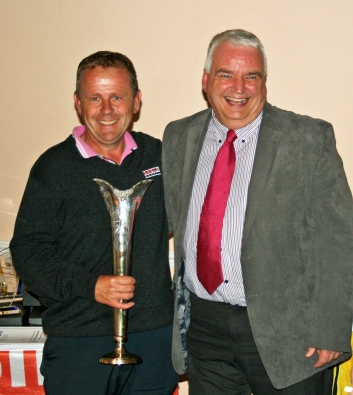 Richard Wiltshire presents the Team Winners Cup to Neil from SM Gauge