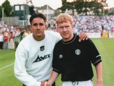 Michael Meaker and Paul Scholes [Photo credit - Neil Brookman]