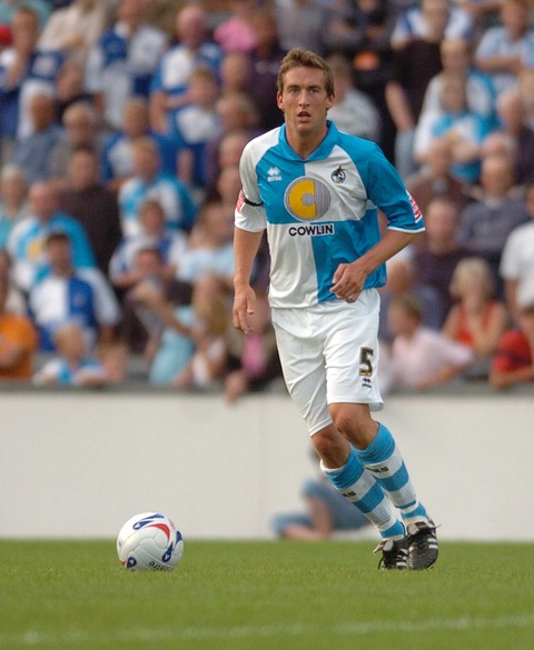 picture jeffdavis.co.uk: Bristol Rovers v Wycombe Wanderers: Craig Hinton