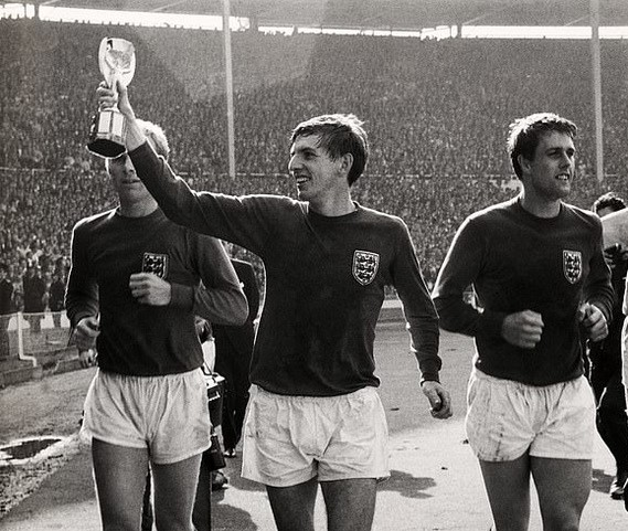 Martin Peters - World Cup winner - No credit